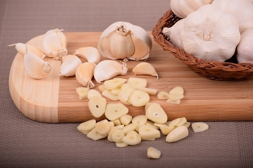 garlic as a pizza topping